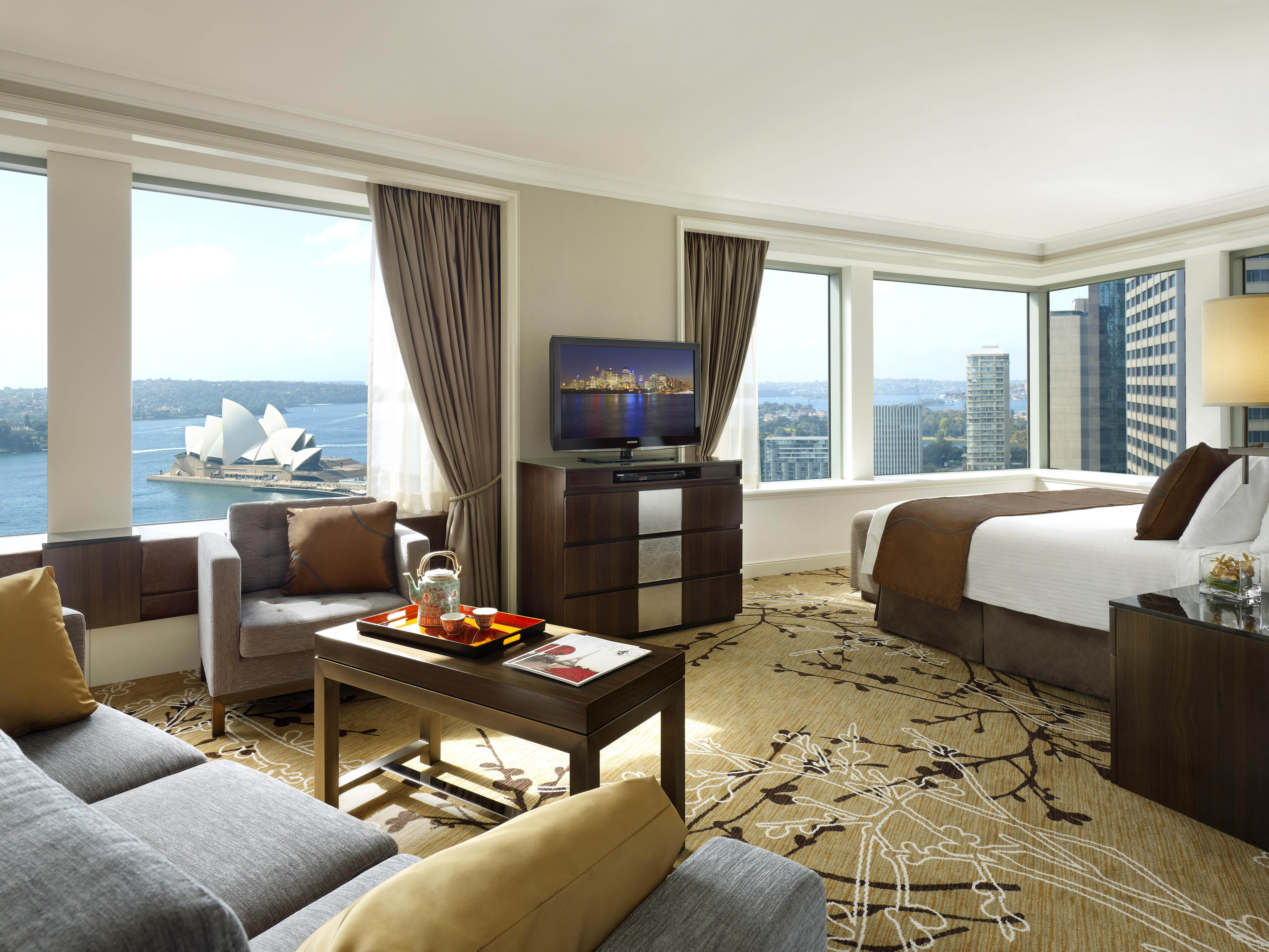 Shangri-La Hotel Premier Grand Harbour View Room