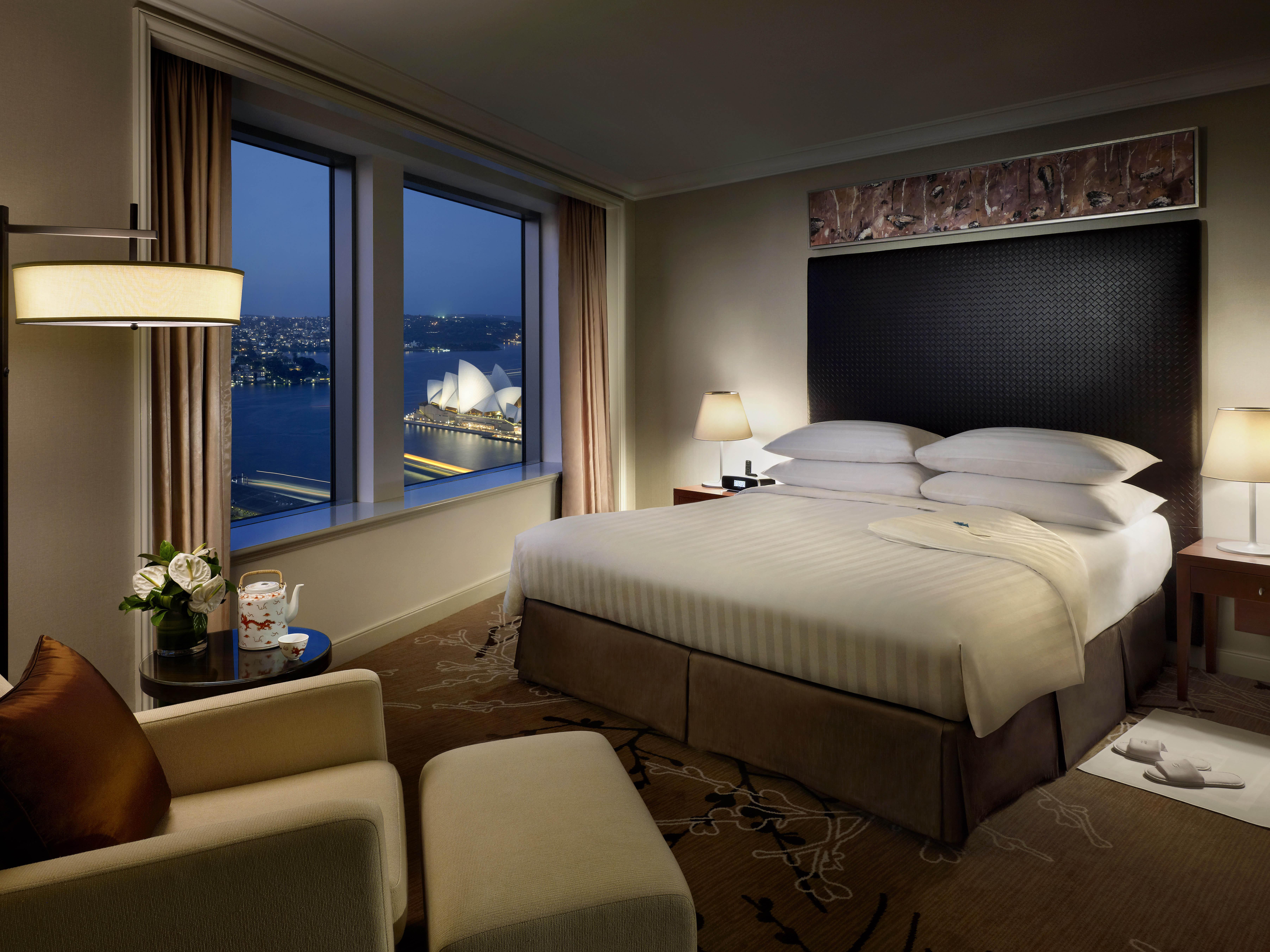 Shangri-La Hotel Sydney - Grand Apartment Bedroom